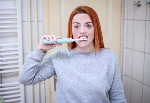 Le dentifrice composé de charbon actif pour des dents blanches et propres