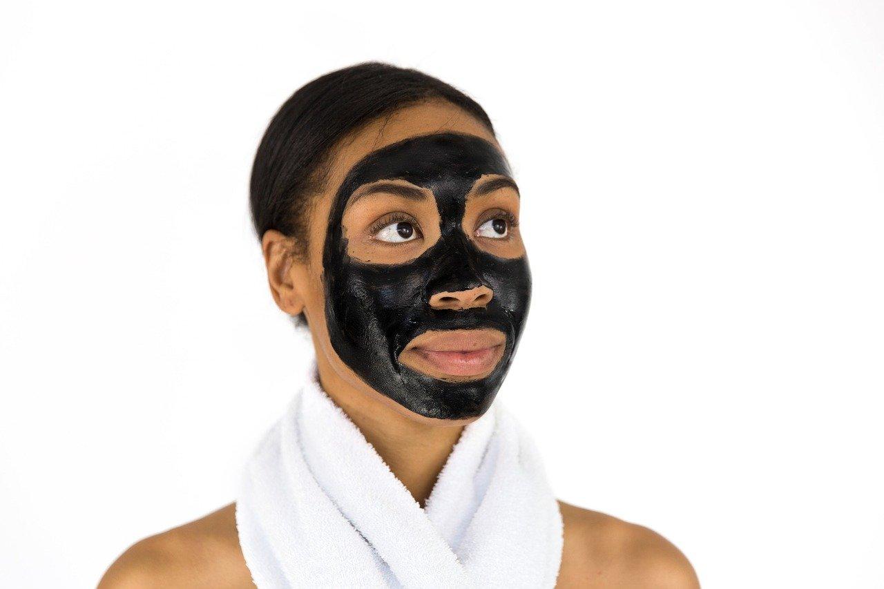 masque facial charbon actif