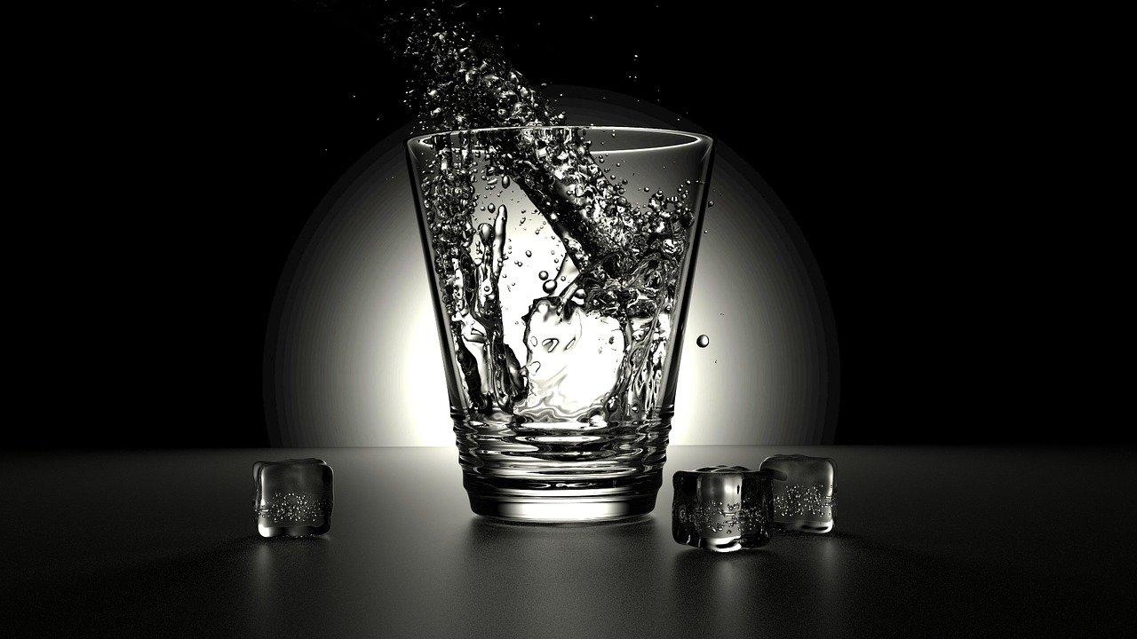 verre d'eau noire